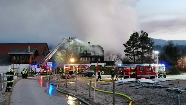 126 Feuerwehrmänner waren in Bad Mitterndorf im Einsatz. (Bild: BFV Liezen/Schlüßlmayr)