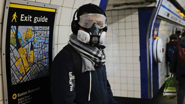 Zunächst einmal wird in London der U-Bahn-Verkehr stark eingeschränkt. Schon bald könnte jedoch die ganze Stadt zu einer Sperrzone werden. (Bild: AP)