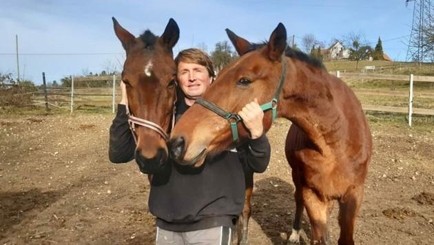 Michael Stracke und seine Frau Ingrid kümmern sich liebevoll um 1000 Schützlinge. (Bild: krone)