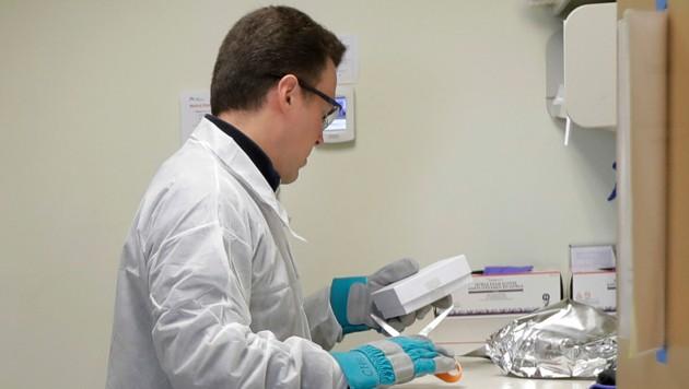 Hoffnung auf einen Corona-Impfstoff und kann laut eigenen Angaben hundert Millionen Dosen pro Jahr produzieren. (Bild: AP)