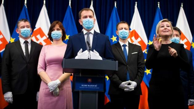 Premier Igor Matovic und seine Minister (Bild: AFP)