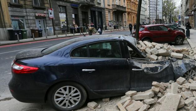 Ein beschädigtes Auto nach dem Erdbeben in Zagrebe (Bild: REUTERS)