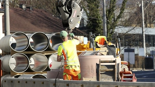 Auf vielen Baustellen im Land wird derzeit noch gearbeitet (Bild: Tröster Andreas)