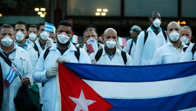 Mediziner aus Kuba in Mailand (Bild: AP)