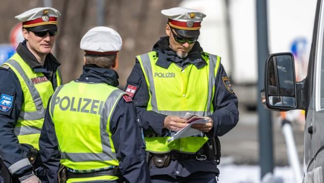 Polizei verstärkte Kontrollen (Bild: APA/EXPA/JOHANN GRODER)