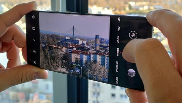 Aufgrund der US-Sanktionen darf Huawei auf seinen Android-Smartphones keine Google-Dienste mehr vorinstallieren, außerdem wurde der IT-Konzern vom Chip-Nachschub abgeschnitten. (Bild: Dominik Erlinger)