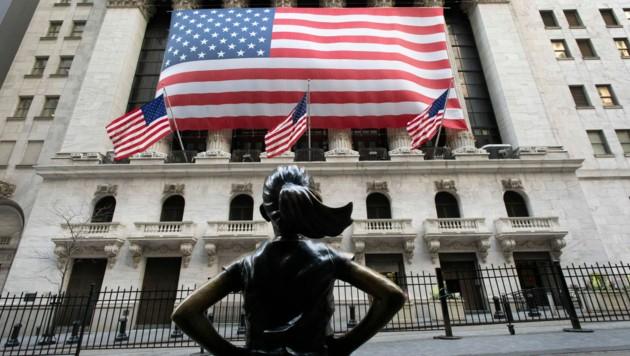 Corona-Angst und Konjunktursorgen lassen auch die US-Börsen einbrechen (Bild: AP)