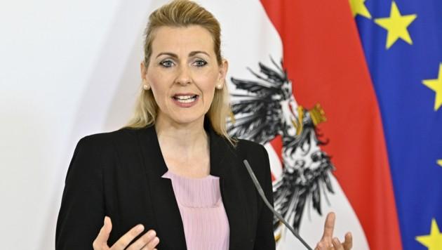 Familienministerin Christine Aschbacher (ÖVP) (Bild: APA/Hans Punz)