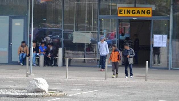Die ehemalige Baumax-Halle in Leoben wurde vom Ministerium nach der Flüchtlingskrise als Notquartier behalten. (Bild: Heinz Weeber)
