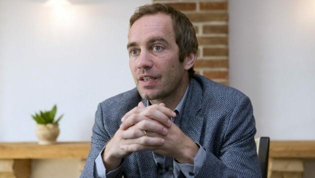 Manfred Kröswang stellt den Betrieb so um, dass ab 1. April Privathaushalte im Großraum Grieskirchen beliefert werden. (Bild: FOTO LUI)