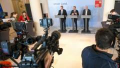 Landeshauptmann Günther Platter gibt in Innsbruck eine Pressekonferenz zum Thema Coronavirus in Tirol. (Bild: APA/EXPA/ERICH SPIESS)