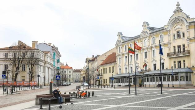 Die Altstadt von Vilnius ist derzeit nahezu menschenleer. (Bild: AFP)