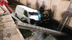 Der lenker wurde schwer verletzt. (Bild: Feuerwehr Bad St. Leonhard)