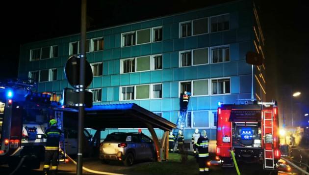 Feuerwehr-Großeinsatz in der Erzstraße in Leoben (Bild: FF Leoben-Stadt)