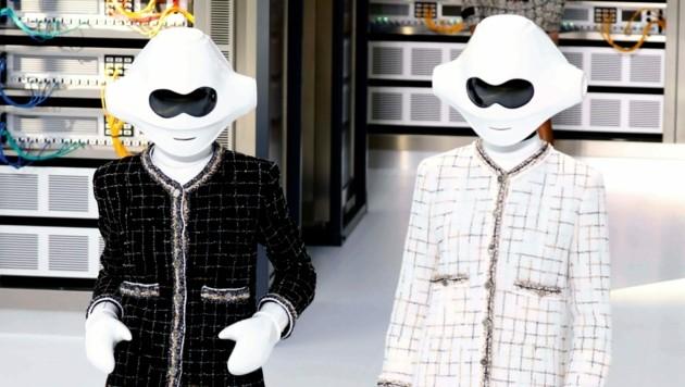 2016 zeigte Chanel bei der Präsentation der Sommerkollektion 2017 diese ausgefallenen Masken. (Bild: AFP )