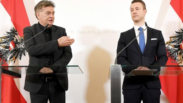 Vizekanzler Kogler (li.), Finanzminister Blümel (Bild: APA/Roland Schlager)