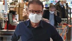 Rudolf Anschober mit einer Schutzmaske (Bild: Draxl_Gesundheitsministerium, APA/HELMUT FOHRINGER, krone.at-Grafik)