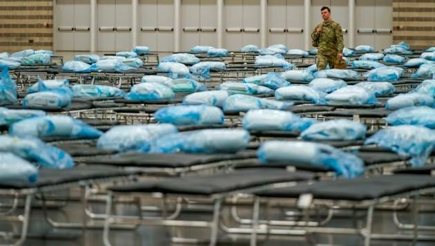 Die Nationalgarde bereitet Notspitäler vor. (Bild: AP)