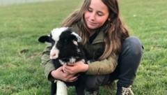 """Tierfreundin rettete Lamm """"Schneewittchen"""". (Bild: Pfotenhilfe)"""