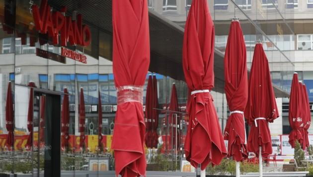 Die deutsche Restaurantkette Vapiano stellt inmitten der Corona-Krise einen Insolvenzantrag. In Österreich sind 17 Filialen mit rund 500 Mitarbeitern betroffen. (Bild: AFP)