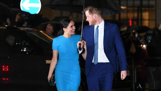 """Herzogin Meghan und Prinz Harry bei ihrem letzten Besuch in Großbritannien vor dem """"Megxit"""" (Bild: AFP)"""