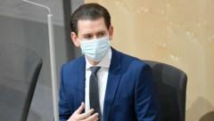 """Auch Bundeskanzler Sebastian Kurz trägt im Parlament eine Maske: """"Es ist schon eine Umstellung, aber notwendig."""" (Bild: APA/Robert Jäger)"""