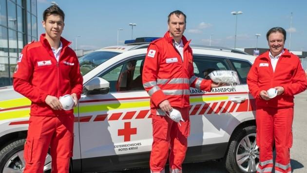 Zivildienstleistender Ferdinand Sima, Abteilungsleiter Michael Moser und Landesrettungskommandant Werner Kraut vom Roten Kreuz Niederösterreich (Bild: RK NÖ/L. Hürner)