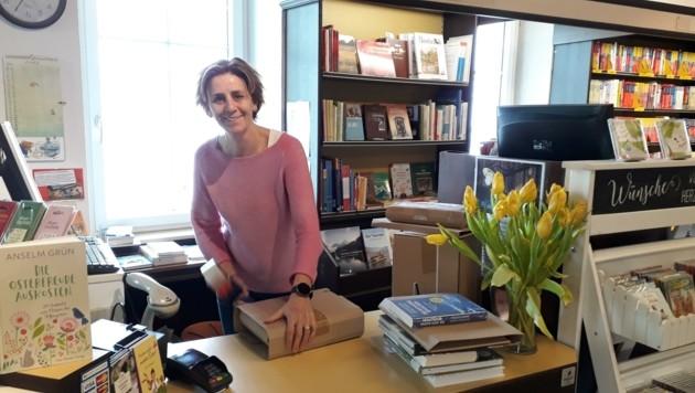 Doris Dim aus Ried liefert Büro-Bedarf und macht telefonische Schultaschen-Beratung. (Bild: zvg Doris Dim Schreibwaren Bürobedarf)