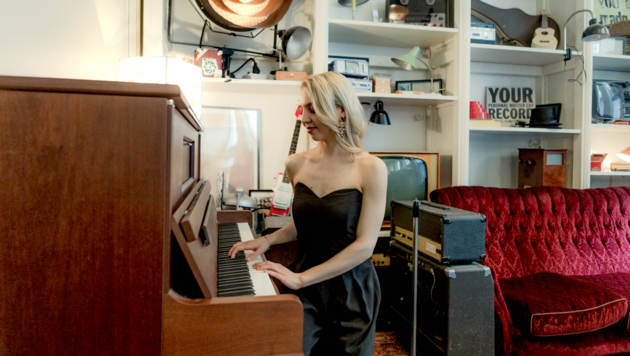 Magdalena Huber singt und spielt Klavier. (Bild: Magdalena Huber)