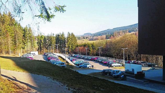 Der Parkplatz vor dem Vortuna Hotel in Bad Leonfelden ist voll. (Bild: ZVG)