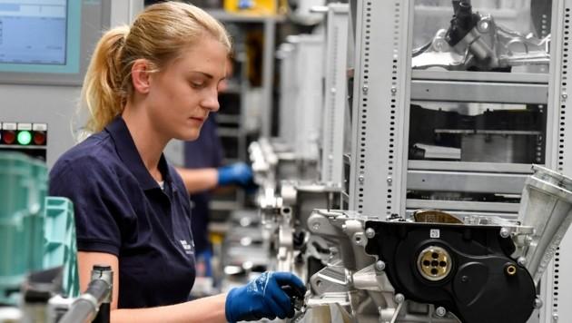 Im BMW-Werk in Steyr sind rund 4500 Mitarbeiter beschäftigt. (Bild: Harald Dostal)