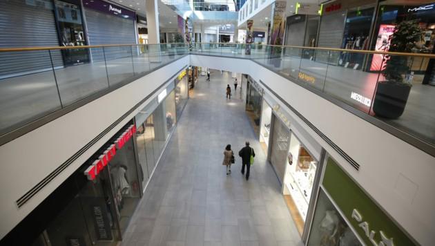 Anfang April: Ein praktisch verwaistes Einkaufszentrum in Graz (Bild: APA/ERWIN SCHERIAU)