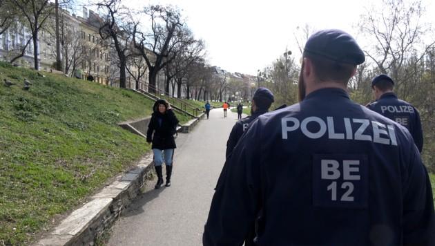 """""""Corona-Streifen"""" der Polizei. (Bild: Alexander Bischofberger-Mahr)"""