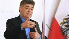 """Vizekanzler Werner Kogler (Grüne) ist für einen """"rigorosen"""" Beitrag von Erben, die mehr als eine Million Euro erhalten. (Bild: APA/HELMUT FOHRINGER)"""
