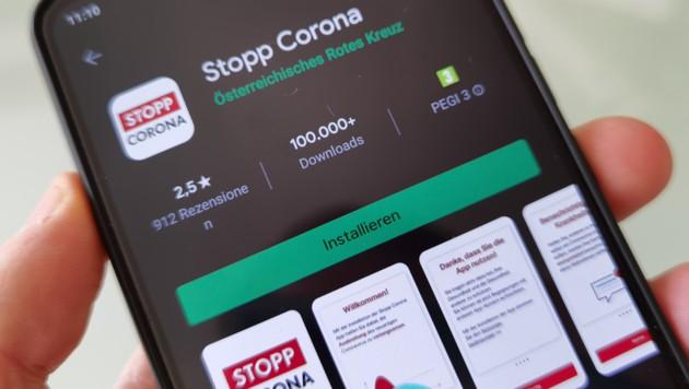 """Die """"Stopp Corona""""-App bekommen Android-Nutzer im Google Play Store. iPhone-Nutzer finden sie im App Store. (Bild: Dominik Erlinger)"""