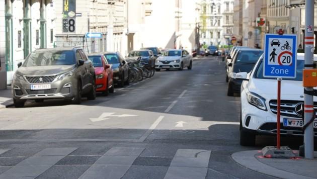 Osterspiel: Finden Sie die Fußgänger auf der Florianigasse? (Bild: Zwefo)