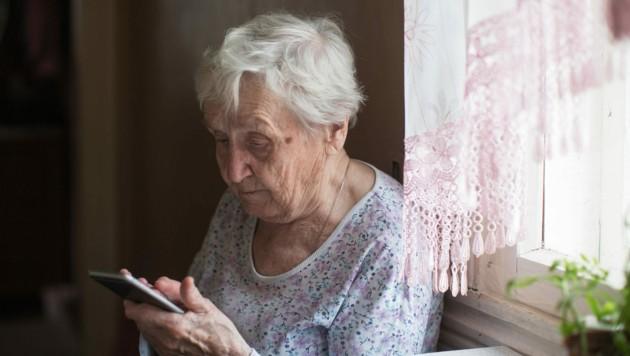 Gerade ältere Menschen fühlen sich in der Zeit der Krise oft einsam, haben niemanden zum Reden (Symbolbild). (Bild: ©De Visu - stock.adobe.com)