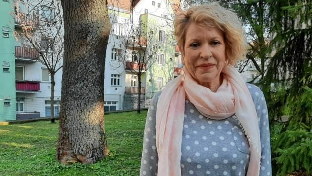 Ein Vorbild: Frau Dietlinde (71) traute sich, beim Plaudernetz anzurufen. (Bild: Caritas)