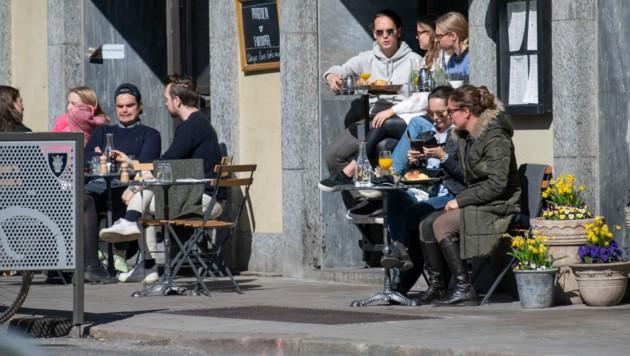 Die Schweden dürfen weiterhin in Restaurants und Cafés gehen. (Bild: APA/AFP/TT News Agency/Anders WIKLUND)