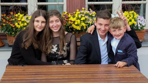 Die Kids der Familie Huber wünschen der Familie und den Freunden Frohe Ostern. (Bild: Gerhard Huber)