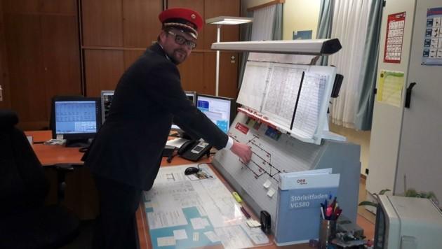 Fahrdienstleiter Stefan Winkler hofft auf baldigen Normalbetrieb. (Bild: ÖBB)