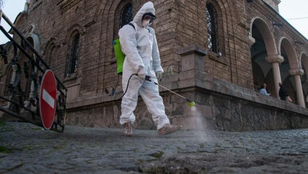 Desinfektionsmaßnahmen in der bulgarischen Hauptstadt Sofia (Bild: AFP)
