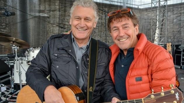 Peter Lindner (rechts) hofft sehr darauf , dass Rainhard Fendrich spätestens im September auf der Festung Kufstein bei seinem Open-Air Konzert das Publikum wieder begeistern darf. (Bild: Hubert Berger)