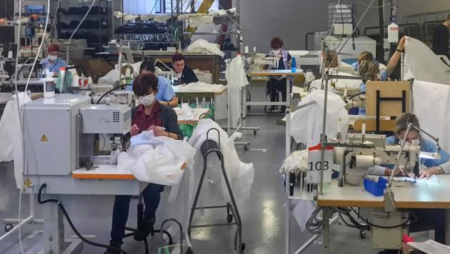 Die Modeindustrie in der Lombardei wird gestaffelt ihre Arbeit aufnehmen. (Bild: AFP)