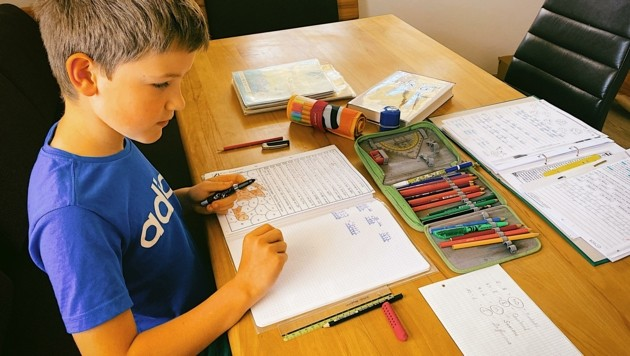 Tausende Schülern lernen seit Wochen in Kärnten zu Hause, jetzt kommt neuer Stoff hinzu. (Bild: Wallner Hannes)