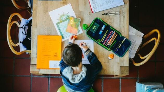 Die neue Realität: Unterricht zu Hause. Nicht alle Kinder haben dieselben Möglichkeiten. (Bild: Tröster Andreas)