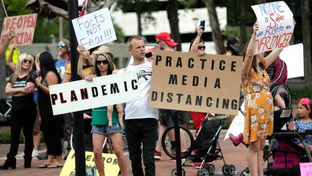 Demonstranten in Florida wollen, dass der Bundesstaat in der Krise wieder hochfährt. (Bild: AP)