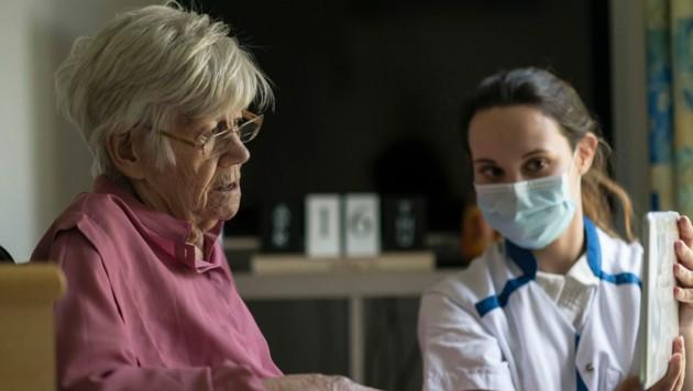 """Derzeit ist die Pflege noch herausfordernder als """"normal"""" (Bild: AFP)"""
