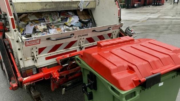 23 Tonnen Druck baut die Altpapierpresse auf (Bild: Markus Tschepp)