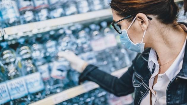 Einkaufen ist derzeit nur mit Maske erlaubt (Bild: EXPA/ JFK)